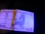 banconota luce uv