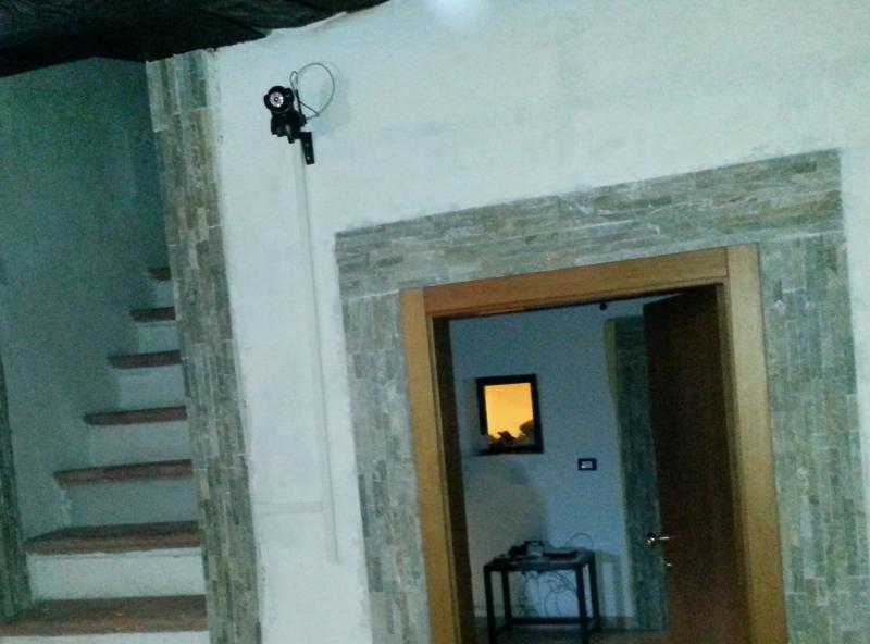 IP CAMERA VIDEOSORVEGLIANZA esempio di installazione a parete, Fai da te