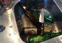Rimuovere etichette dalle bottiglie in vetro